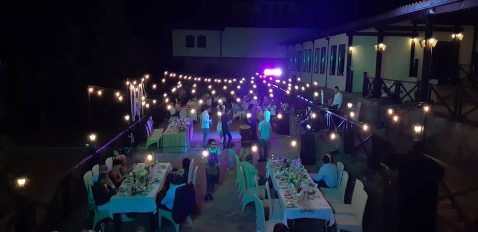 Ретро гирлянд на сватба в Шато Медово